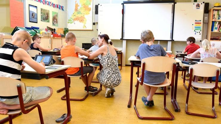 Naukowcy: na powrót dzieci do szkół jest za wcześnie