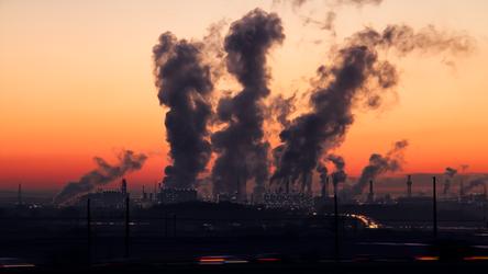 Obecna emisja CO2 podniesie temperaturę na Ziemi o więcej niż 1,5˚C, nawet jeśli...