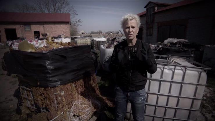 Substancje toksyczne i wybuchowe. Nielegalne składowisko w Szołajdach. Ostatni reportaż Ewy Żarskiej