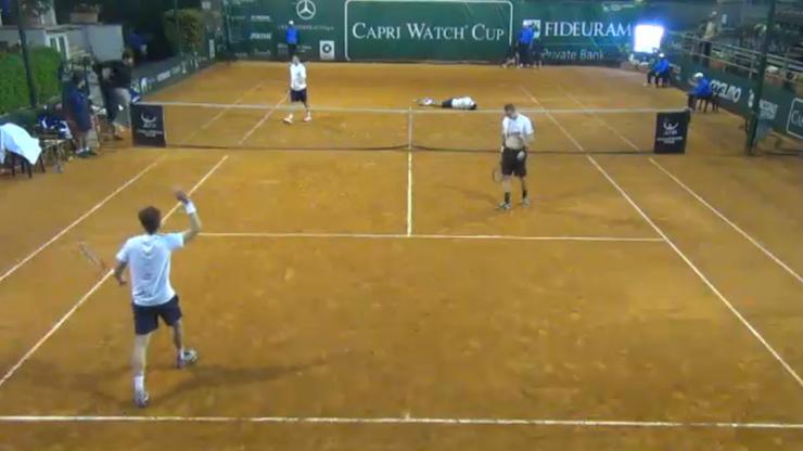 Polscy tenisiści zdyskwalifikowani! Jeden z nich uderzył rywala w głowę (WIDEO)