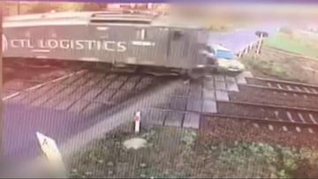 """Zderzenie pociągu z samochodem osobowym. Kierowca zignorował """"stop"""" [WIDEO]"""